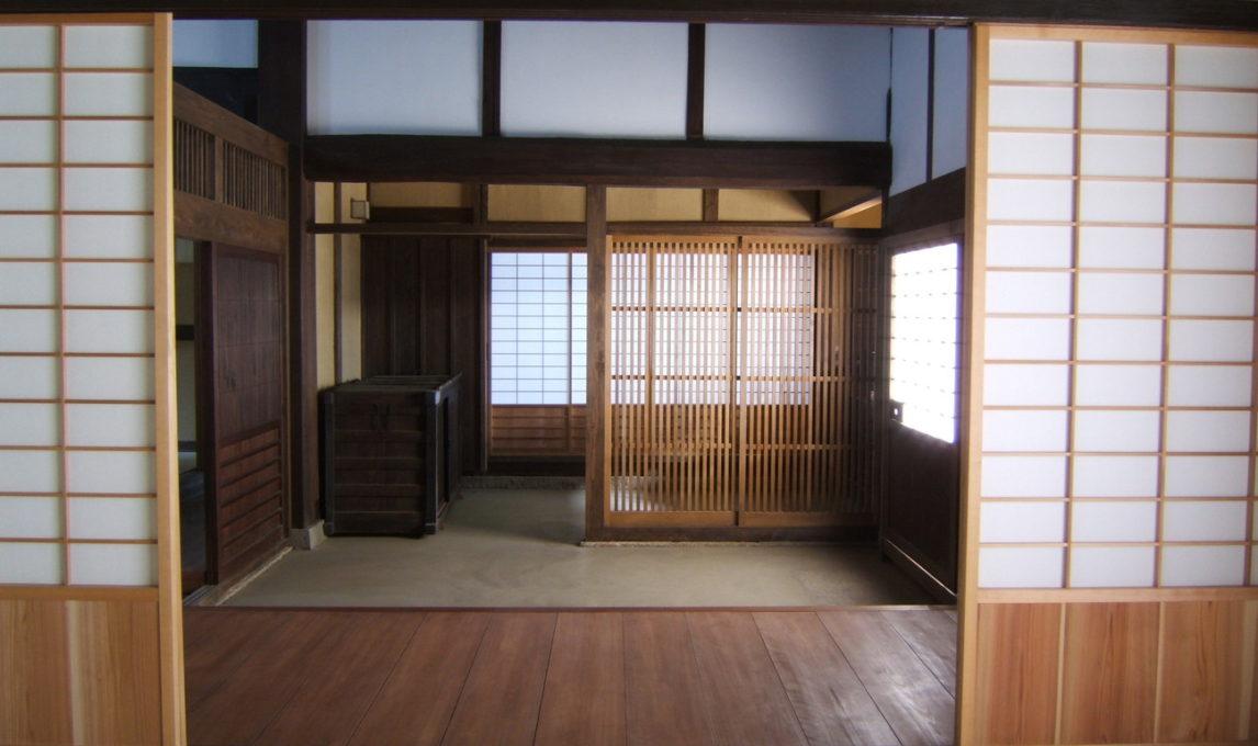 登録有形文化財 <東大阪市・岸田家住宅主屋>